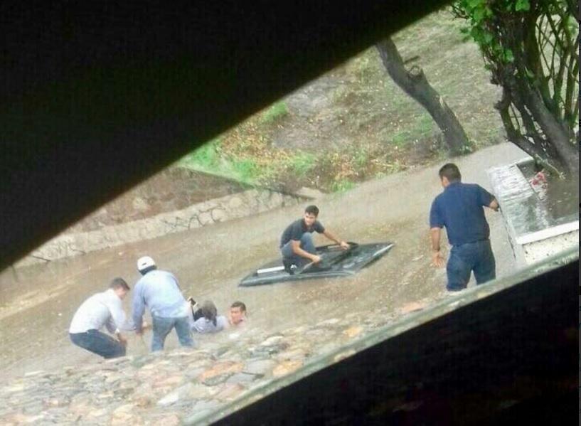 lluvia provoca inundaciones en Hermosillo Sonora