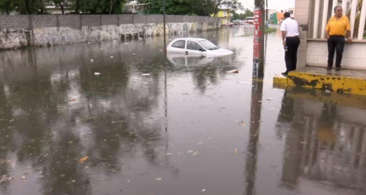 Lluvias inundan las colonias Pocitos y Rivera en Veracruz