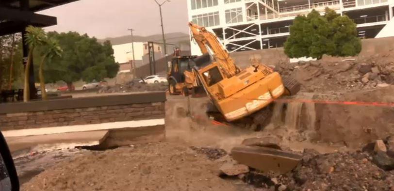 Maquinaria afectada por lluvias en Hermosillo, Sonora
