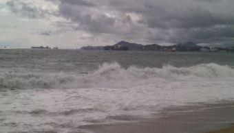 Mar de Fondo inunda viviendas y negocios en Manzanillo