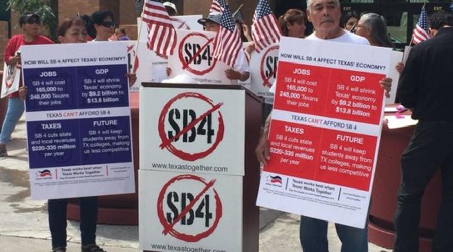 Migrantes protestan Paso Texas derogar ley