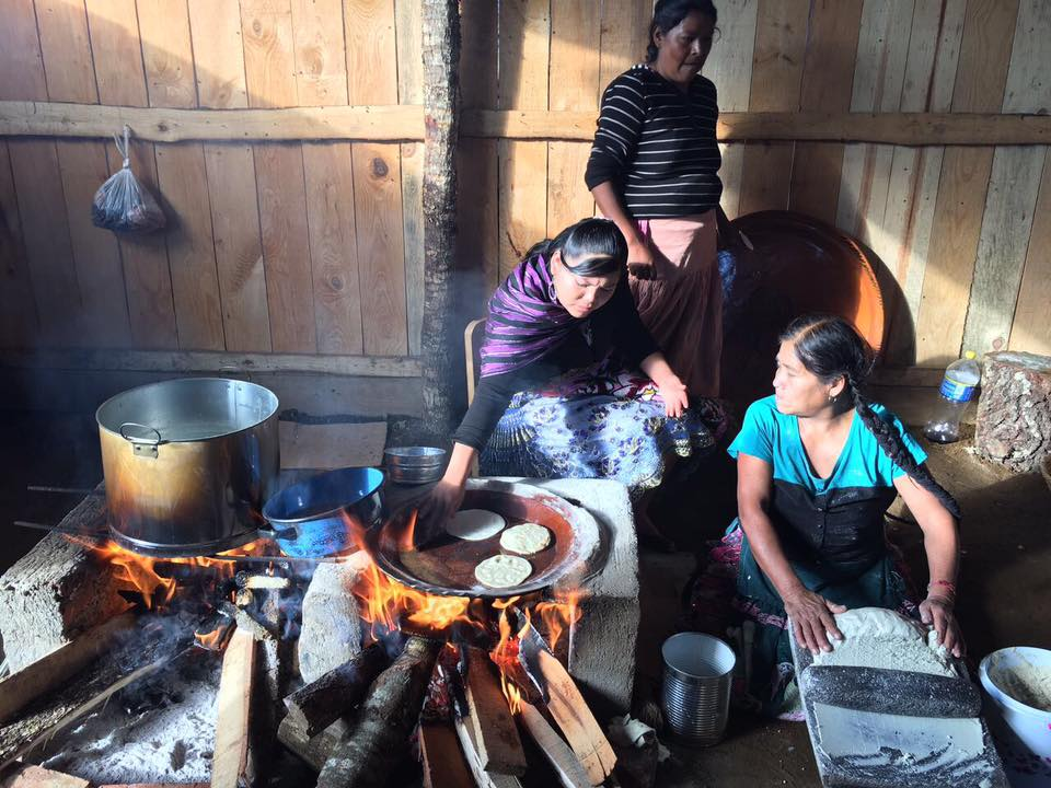 Mazahuas realizan diferentes actividades para preservar su identidad