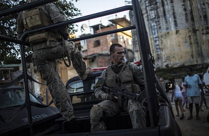 despliegan al ejercito en favelas de rio de janeiro