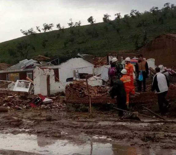 Tornado arrasa con aldeas en China; hay 5 muertos y 50 heridos
