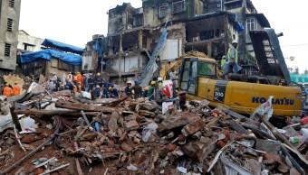 Hallan muertos y heridos edificio derrumbado India