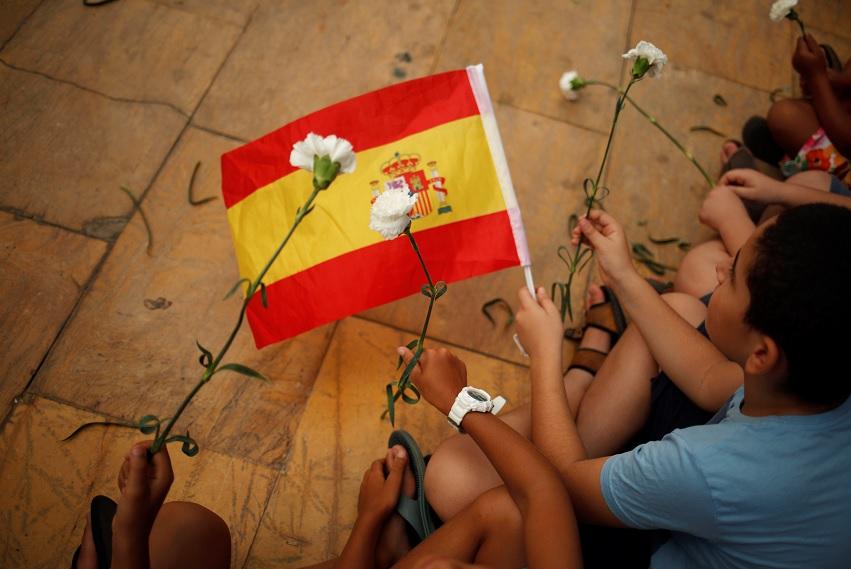Musulmán ayuda a víctimas de masacre en Barcelona