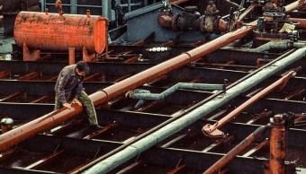 Para evitar la escasez, operadores compran combustible en Europa