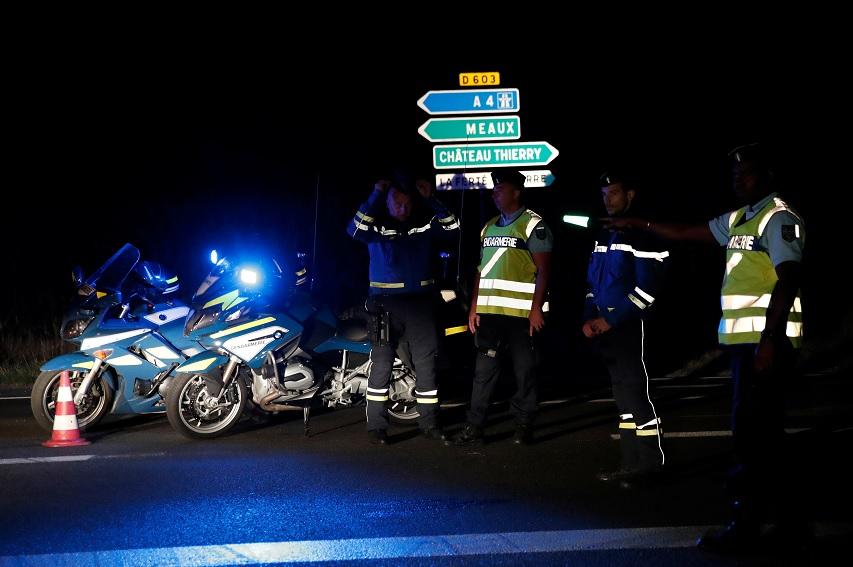 Heridos en embestida de auto a pizzería en Francia están fuera de peligro