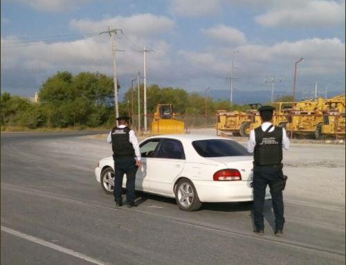 Policias realizan un operativo de seguridad en NL