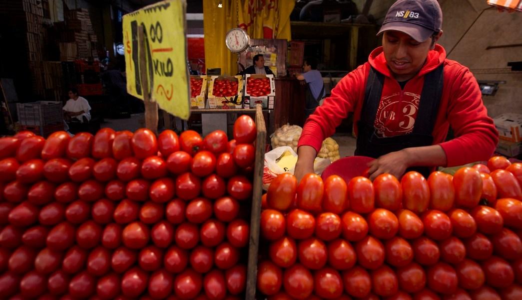 El precio de los jitomates impulsó la inflación