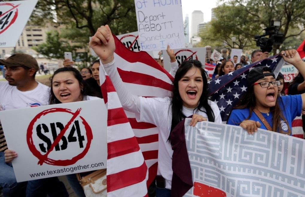 Juez federal bloquea ley SB4 ciudades santuario Texas