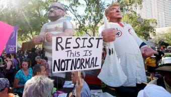 Manifestantes protestan Donald Trump Phoenix Arizona