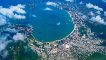turistas disfrutan ultimos dias vacaciones acapulco