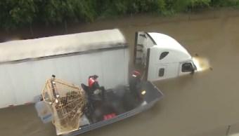 Reportera de Houston ayuda a salvar a un hombre de ahogarse