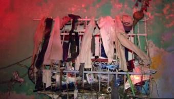 rescatan cuerpo entre montones de ropa vieja