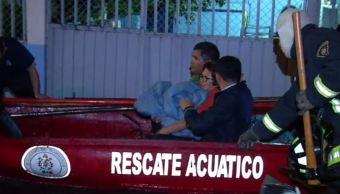 Rescatan en lanchas a los afectados por inundaciones de Ecatepec
