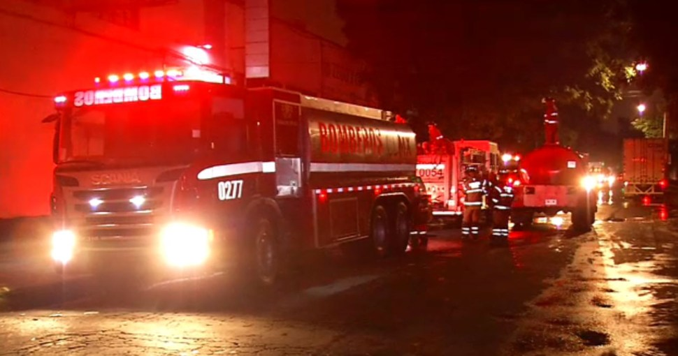 Se incendia fábrica de pinturas en Iztapalapa, CDMX