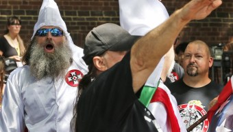 Trump condena a neonazis y KKK tras críticas por respuesta sobre Virginia