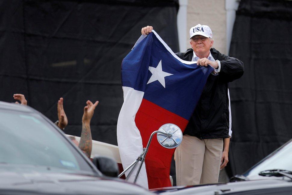 Trump alardea pronta respuesta Harvey Texas