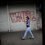 Venezolanos pasan hambre y les faltan medicinas