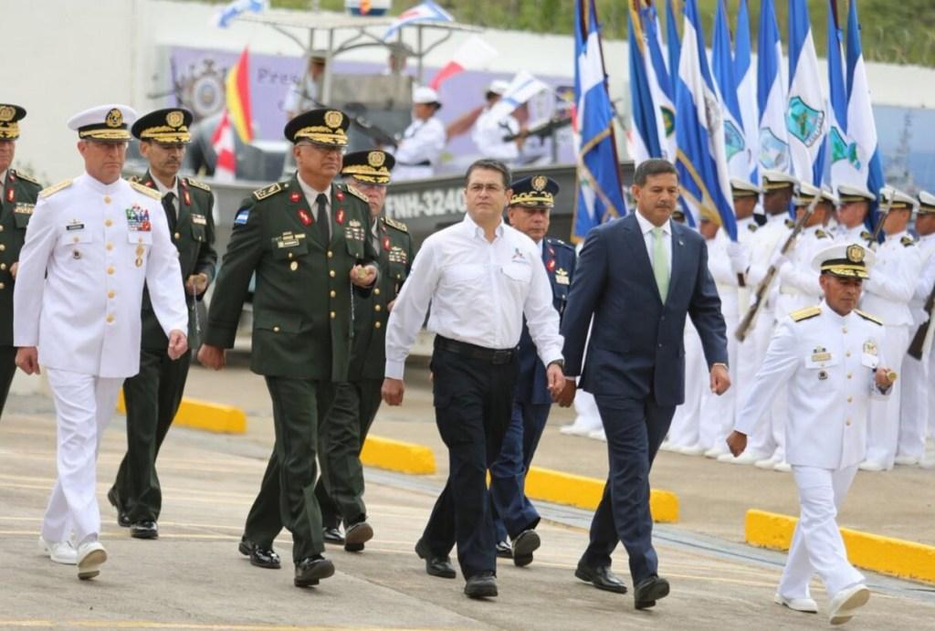 Secretario de Marina recibe condecoración del gobierno de Honduras