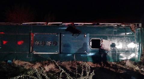 Al menos 45 lesionados por volcadura de autobús en Sinaloa