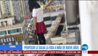 Profesor salva a una niña que pretendía suicidarse en China