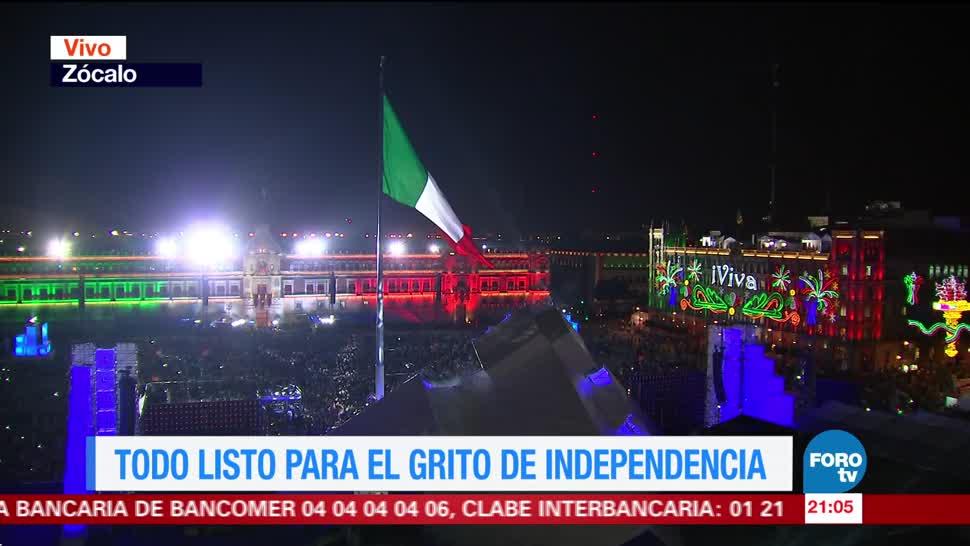 Mexicanos celebran independencia en el Zócalo capitalino