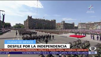 Peña Nieto encabeza desfile militar del 16 de septiembre