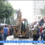 Pacientes reciben atención médica en la calle tras sismo en la CDMX
