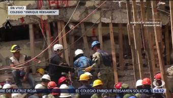 Rescatistas Colegio Rébsamen Operan Desde Techo Edificio Inglés