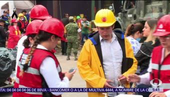 Cientos se solidarizan para ayudar a damnificados tras sismo en CDMXCientos se solidarizan para ayudar a damnificados tras sismo en CDMX
