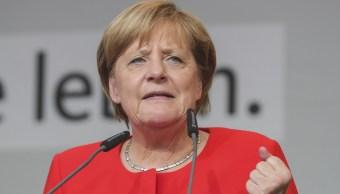 Lanzan tomates a Merkel en un acto electoral en Heidelberg