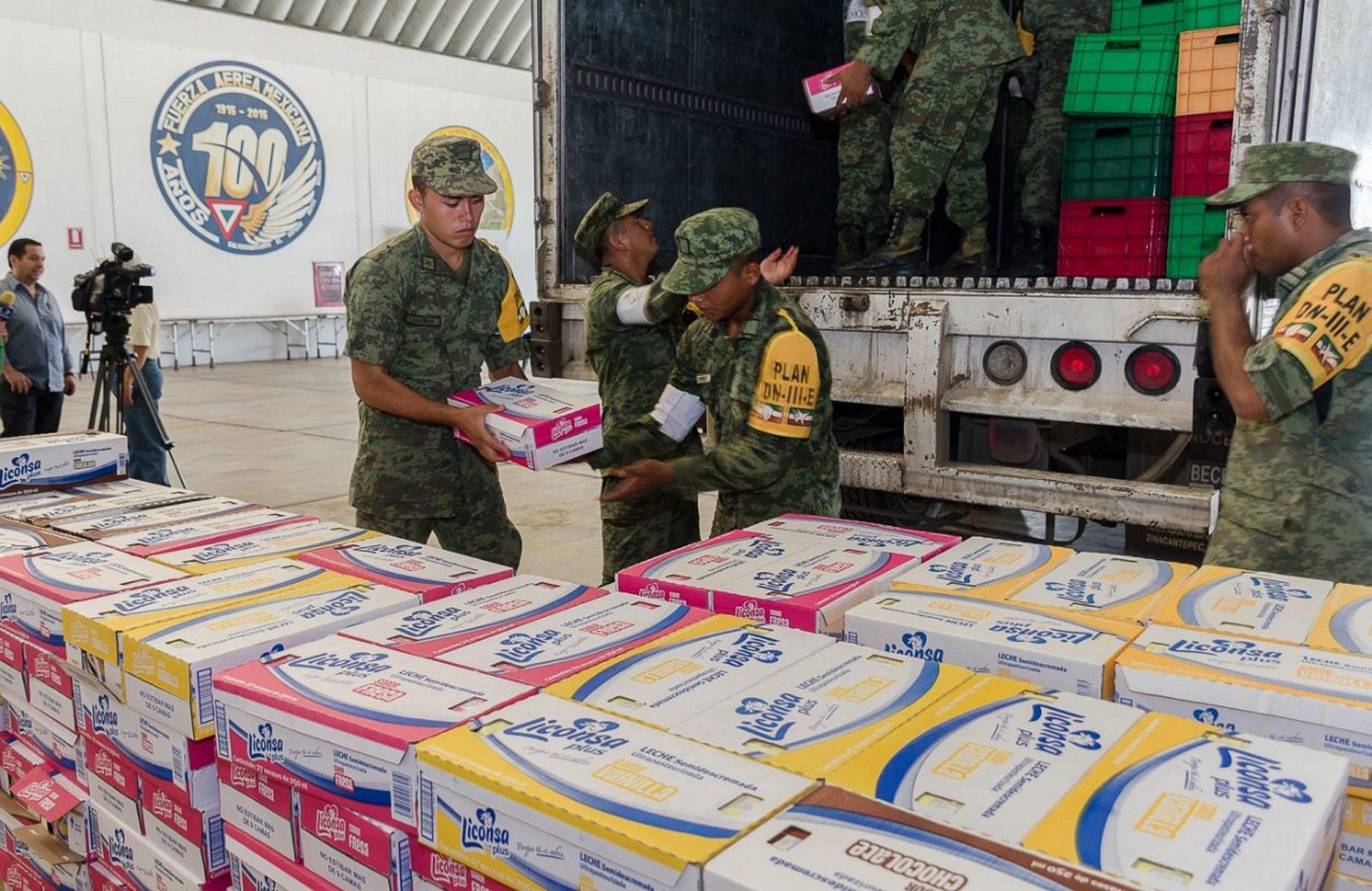 Aviones de la Fuerza Aérea Mexicana llevan víveres a Oaxaca
