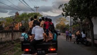 Suman 135 mil evacuados en Bali ante una inminente erupción volcánica
