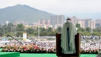 Papa Francisco pide a católicos colombianos una vida sin violencia