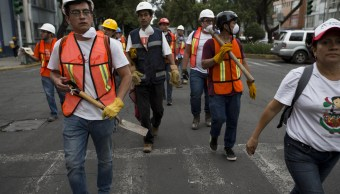 Voluntarios ayudan en Ciudad de México