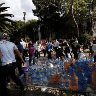 Jóvenes se congregan en el Estadio Olímpico por sismo