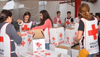 Mexicanos abarrotan ayuda humanitaria centro acopio Cruz Roja