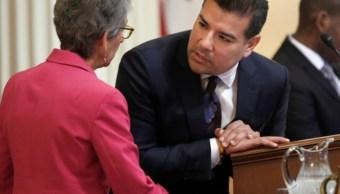 California considera adelantar 3 meses primarias presidenciales