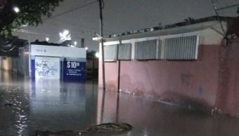 Calle inundada en Querétaro por las fuertes lluvias