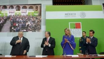 agustin carstens recibe homenaje palacio nacional
