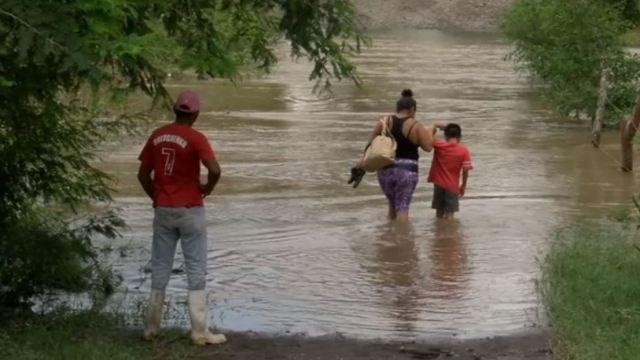 Desborda el río Blanco en Veracruz y afecta a varias comunidades