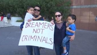 Dreamers con sus hijos en incertidumbre tras fin de DACA