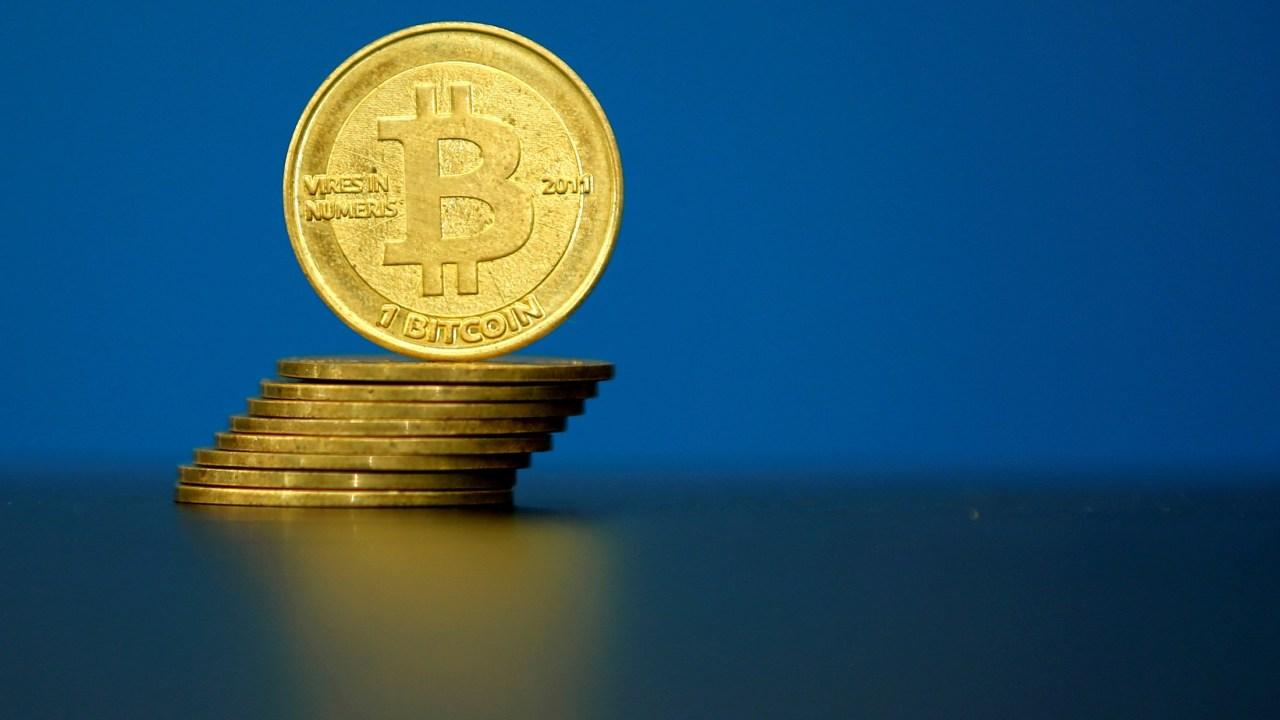 EL bitcoin se desploma; pierde 30% de su valor