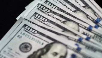 El dólar desciende se vende en 18-06 pesos