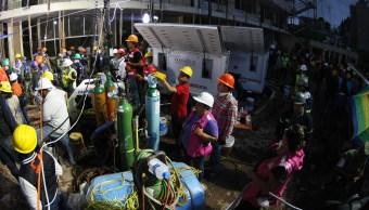 Equipo de rescate en el colegio Enrique Rebsamen