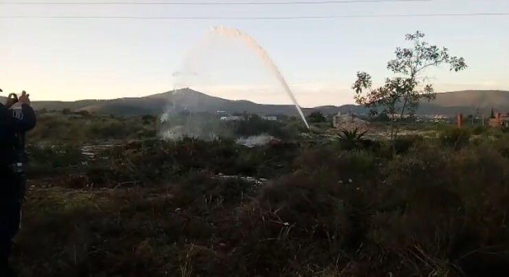 fuga de combustible en tlaxiaca, hidalgo, alcanza 6 metros