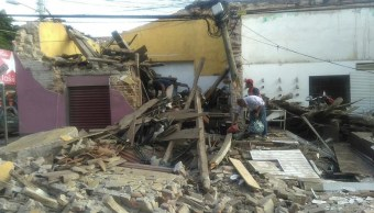 Funcionarios recorren zonas afectadas por sismo en Oaxaca