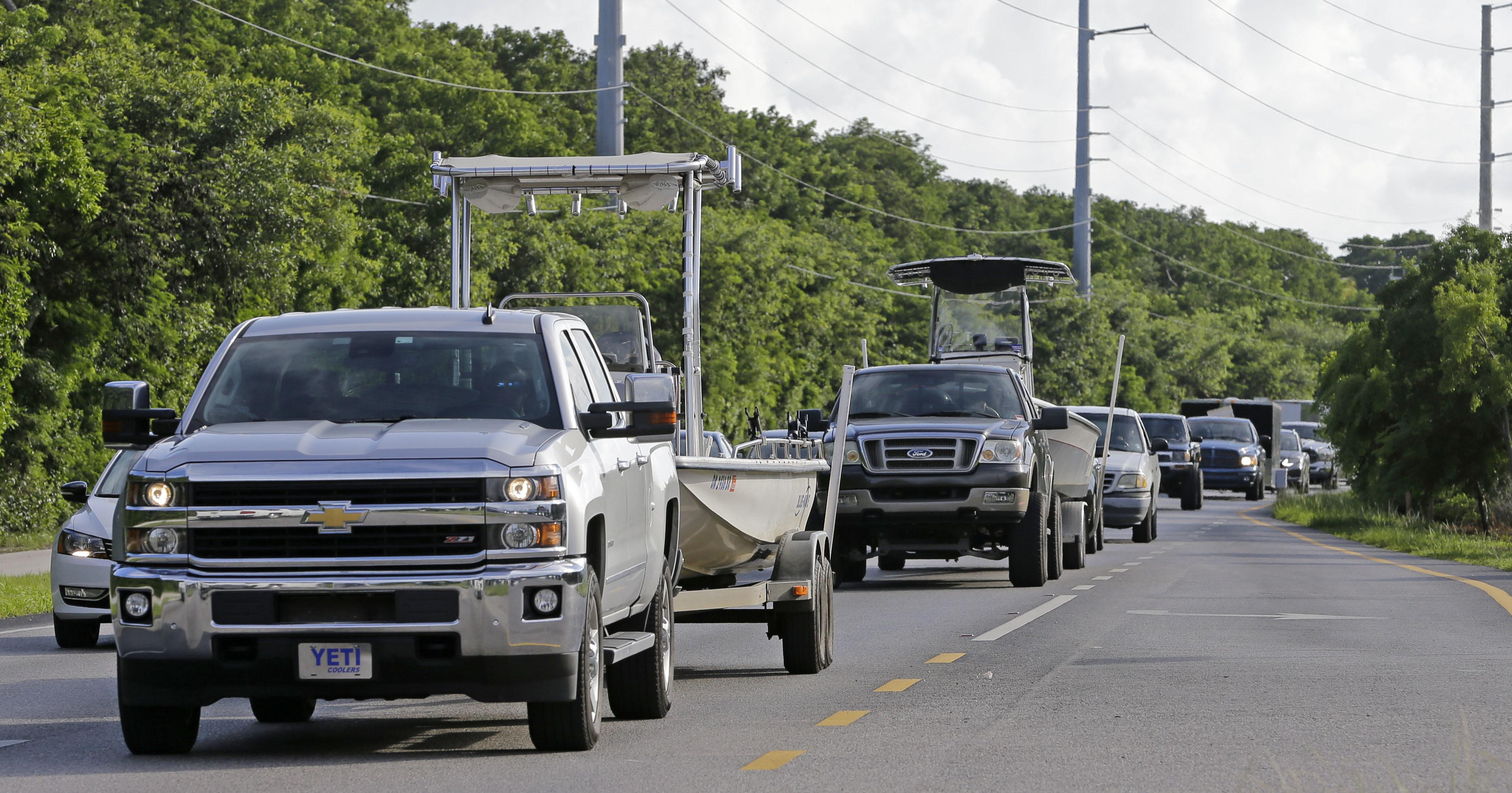 Ordenan evacuar a turistas del sur de EEUU por huracán Irma